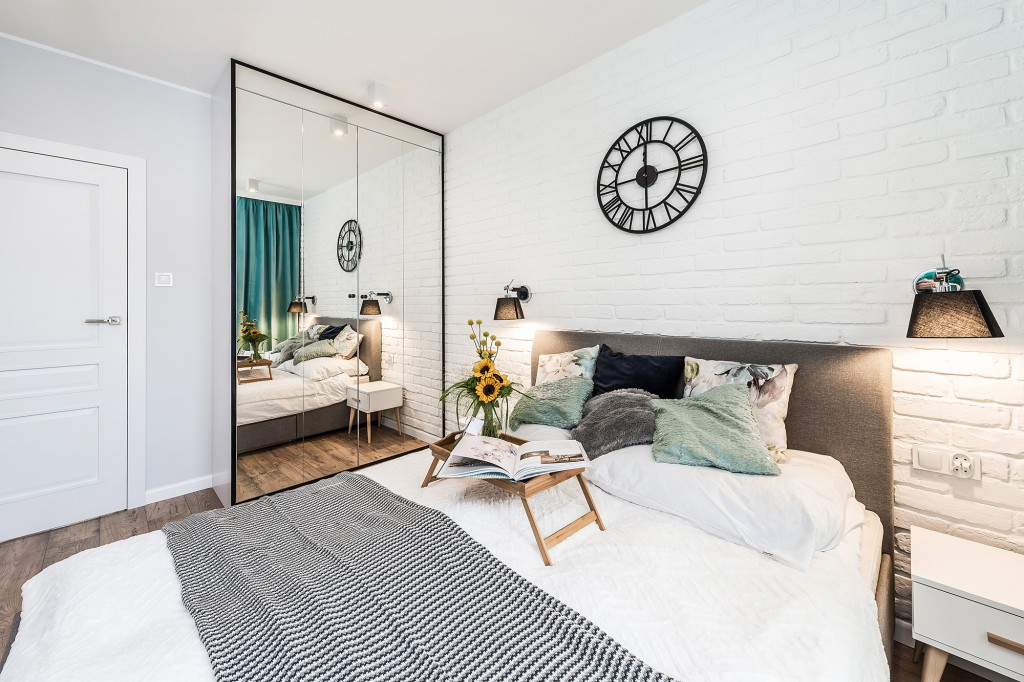 W jaki sposób urządzić mieszkanie wynajmowane turystom przyjeżdżającym nad morze? - sypialnia
