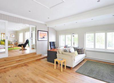 Podłoga drewniana czy panele? Co wybrać?