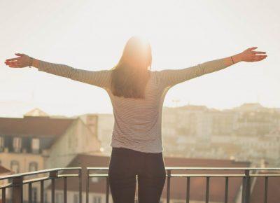 Przygotowanie balkonu na sezon wiosenno-letni – pięć rzeczy, od których musisz zacząć