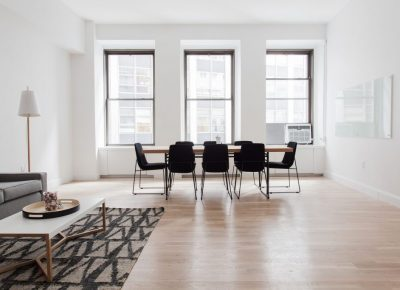 Mieszkanie z dużymi oknami – plusy i minusy tego rozwiązania!
